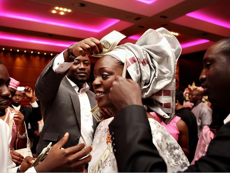nigerian wedding spraying money